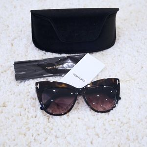 NWT Tom Ford Nika Cat Eye Sunglasses